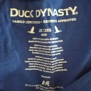 duck dynasty Tops - NWOT Women's Duck Dynasty 2X tshirt
